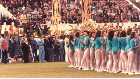 12-04-1984.பெண்கள்.ஆடுவதை.ரசிக்கும்,போப்