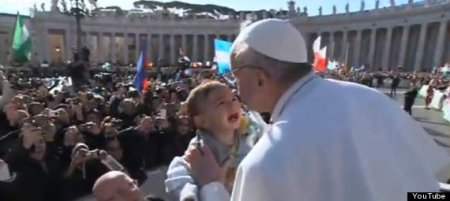 Baby cries as Pope nears to kiss