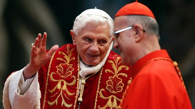 Pope-Benedict-XVI-Francis-at-St-Peters