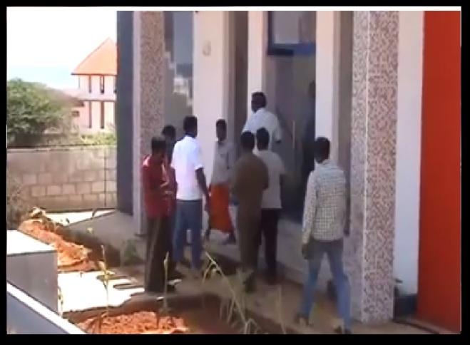 கன்னியாகுமரி - எழுப்புதல் கூட்டம் - பாதிரி மற்றும் பெண்கள் பிடிபட்டனர்