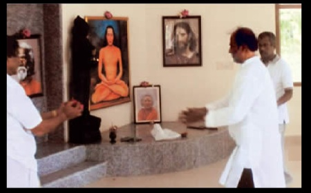 rajini-in-padappai-ashram-jesus-baba