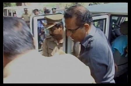 rape-father-robin-vaddakumchiryil-arrested-28-02-2017