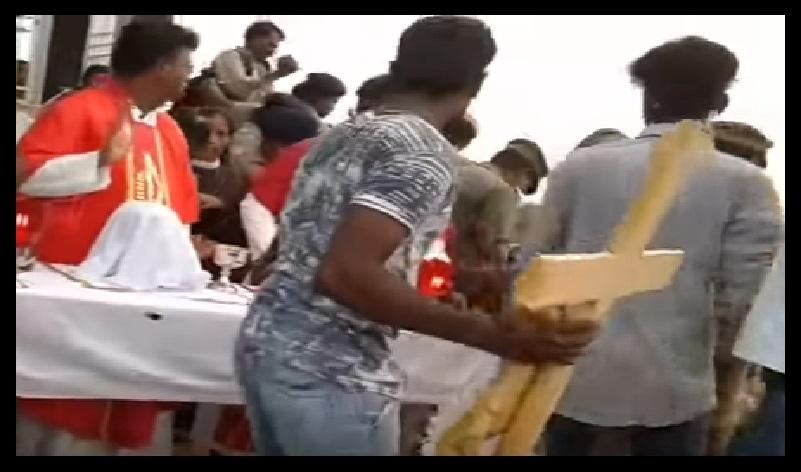 Sogandi tamasha - christians creating ruckus with police 15-04-2017