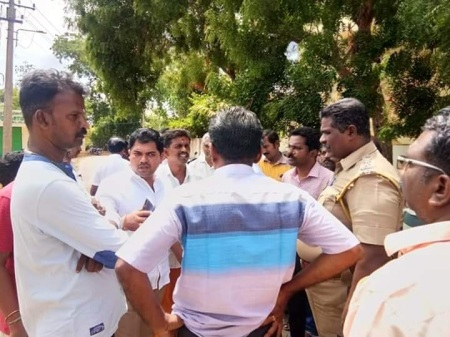 Niramanagar Residents, Tanjore-with police